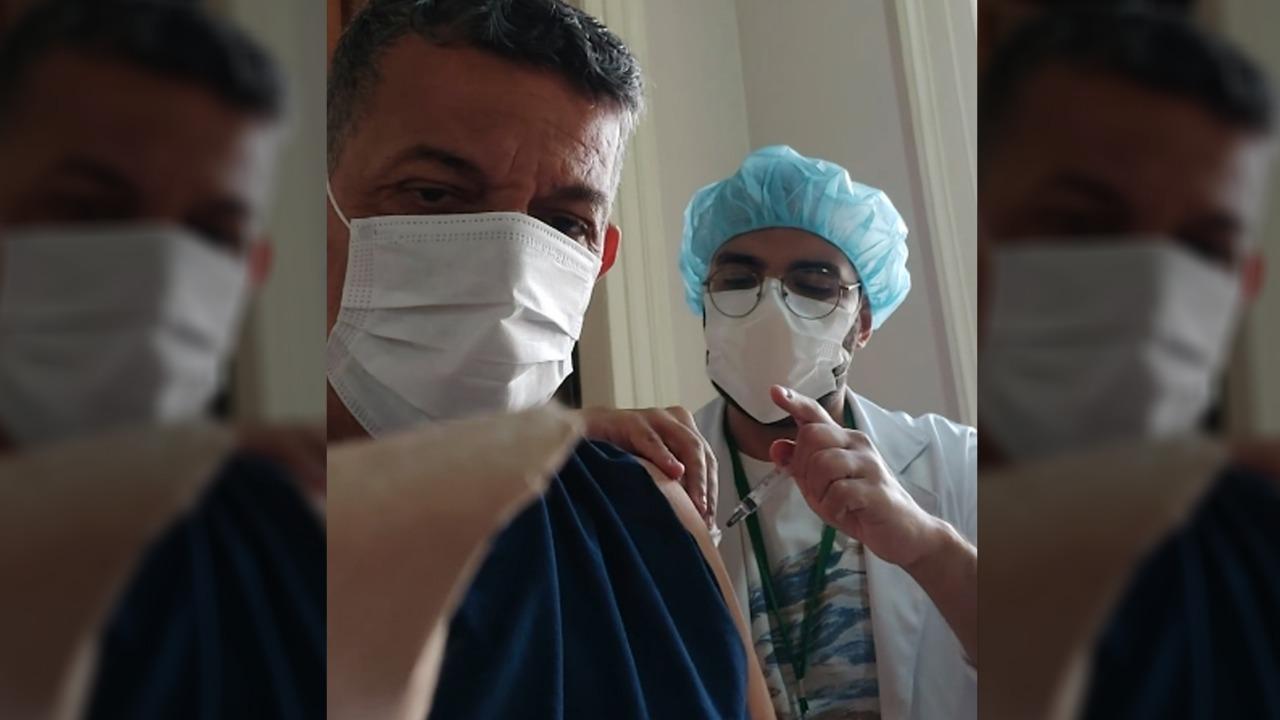 Sérgio Guimarães recebe a segunda dose da vacina contra a Covid-19 (Divulgação)