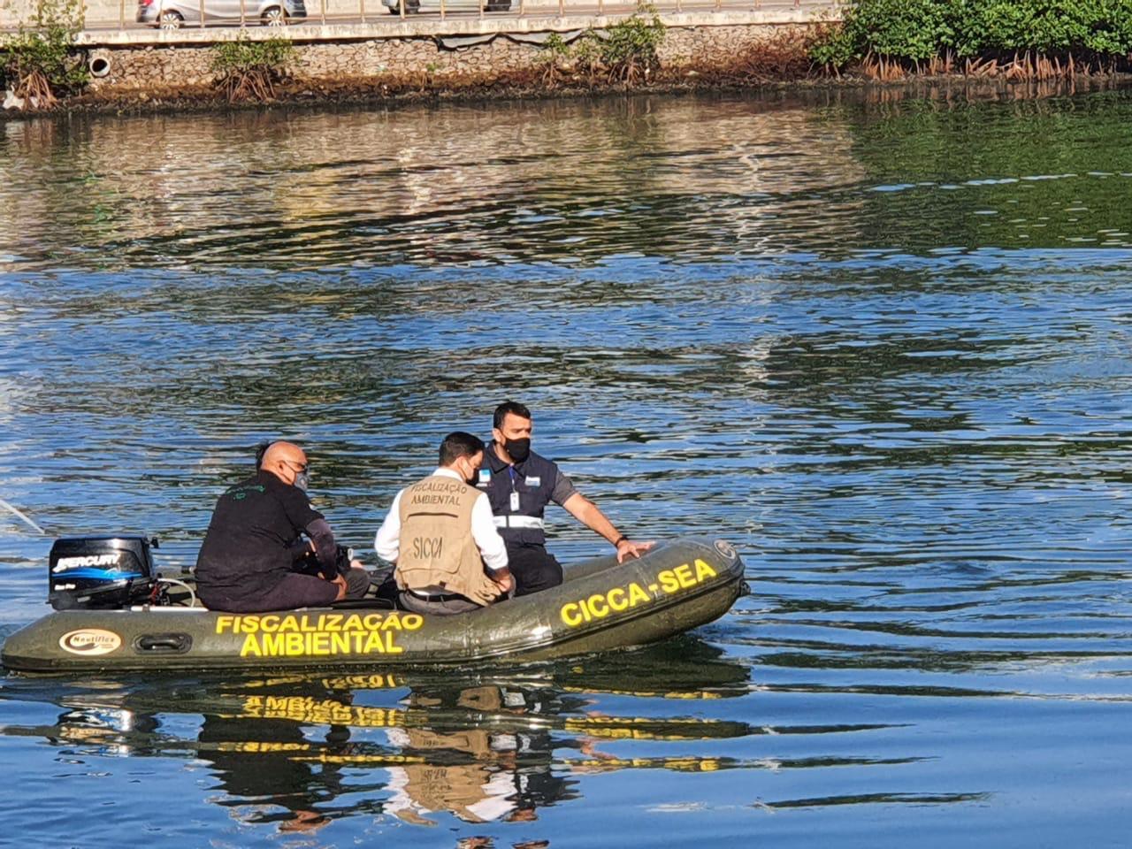 Seas e Inea combatem despejo irregular de esgoto no Canal de Marapendi (Divulgação)
