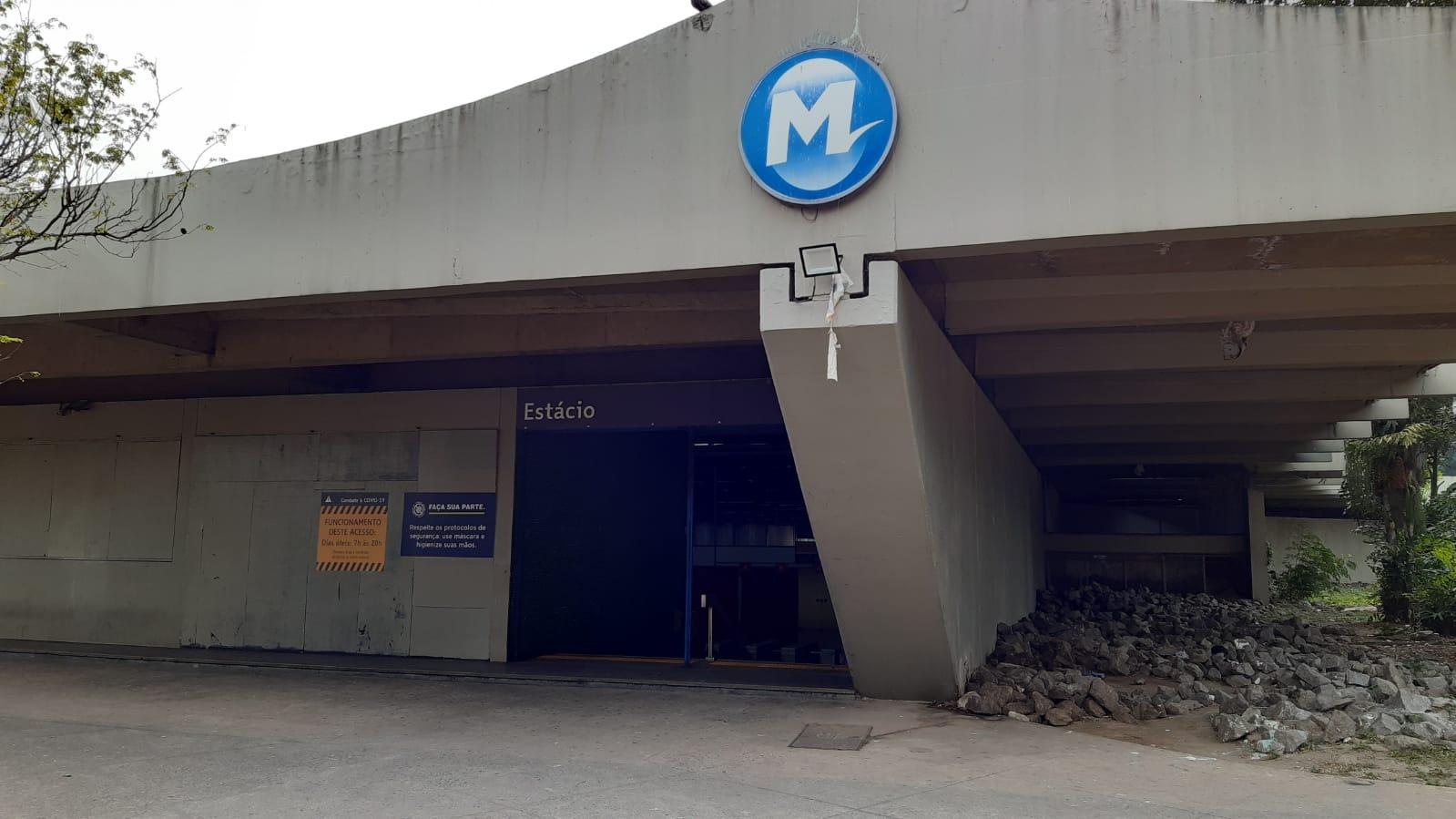 Na imagem, frente da Estação Estácio, Zona Norte do Rio
