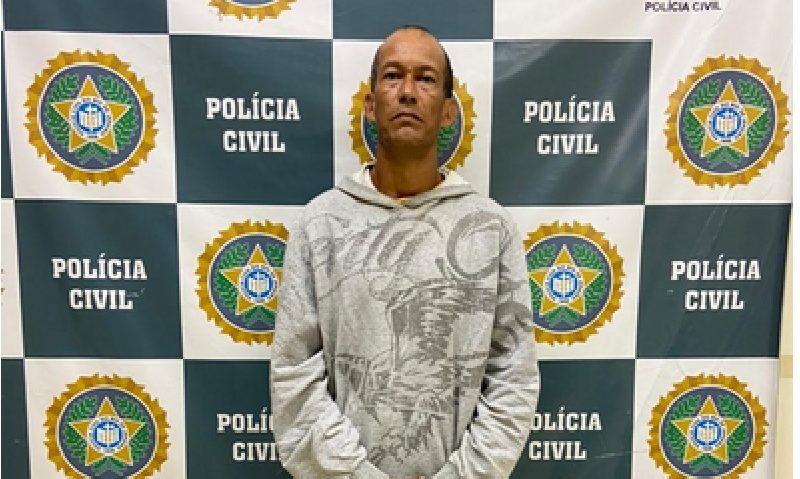 Fábio Porto sendo apresentado pela Polícia Civil na delegacia do Tanque