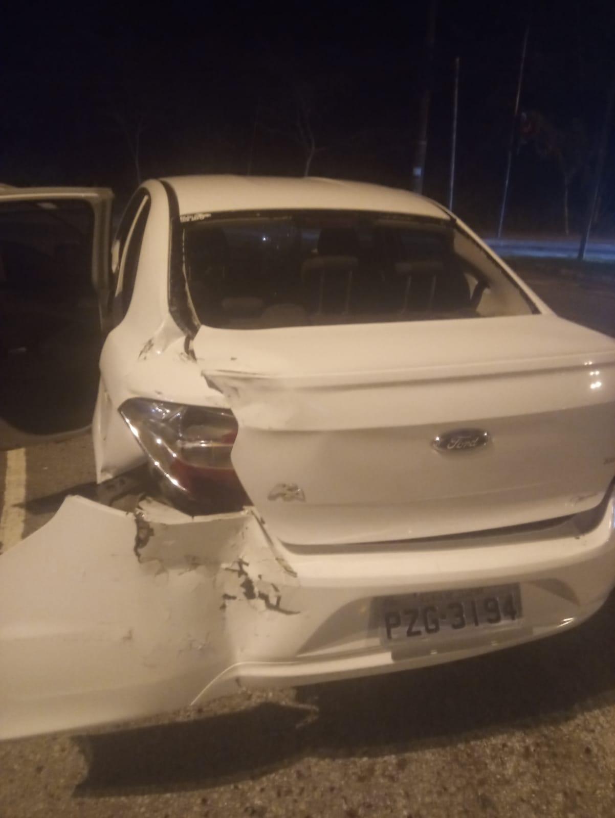 Imagem de um carro batido