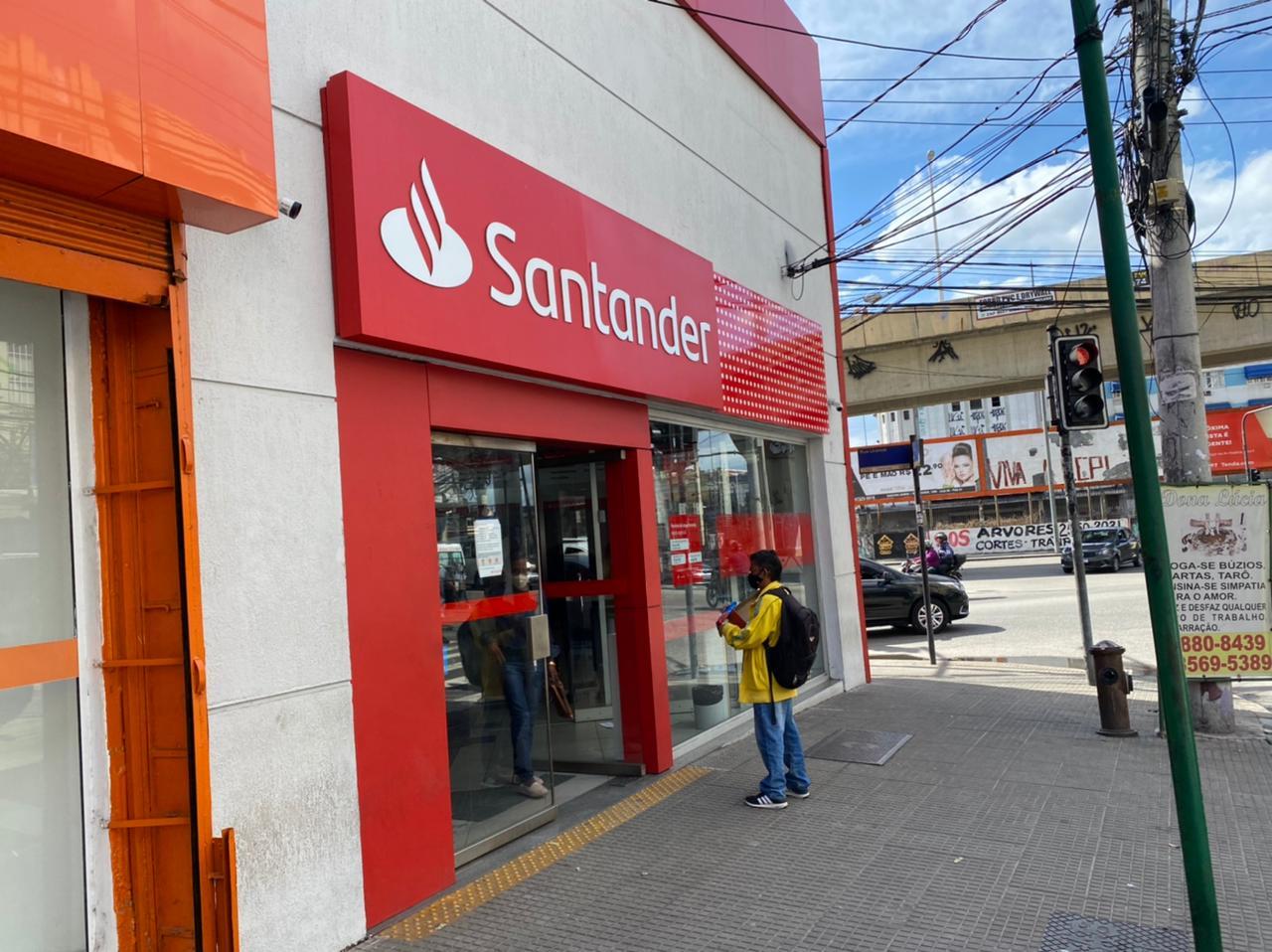 Na imagem, banco Santander em Ramos