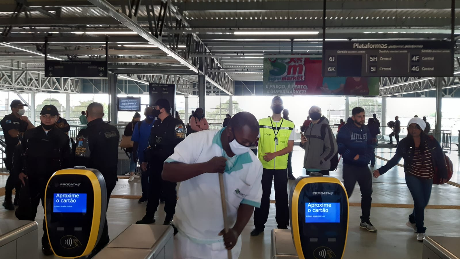 Na imagem, situação de protesto no trem em Deodoro
