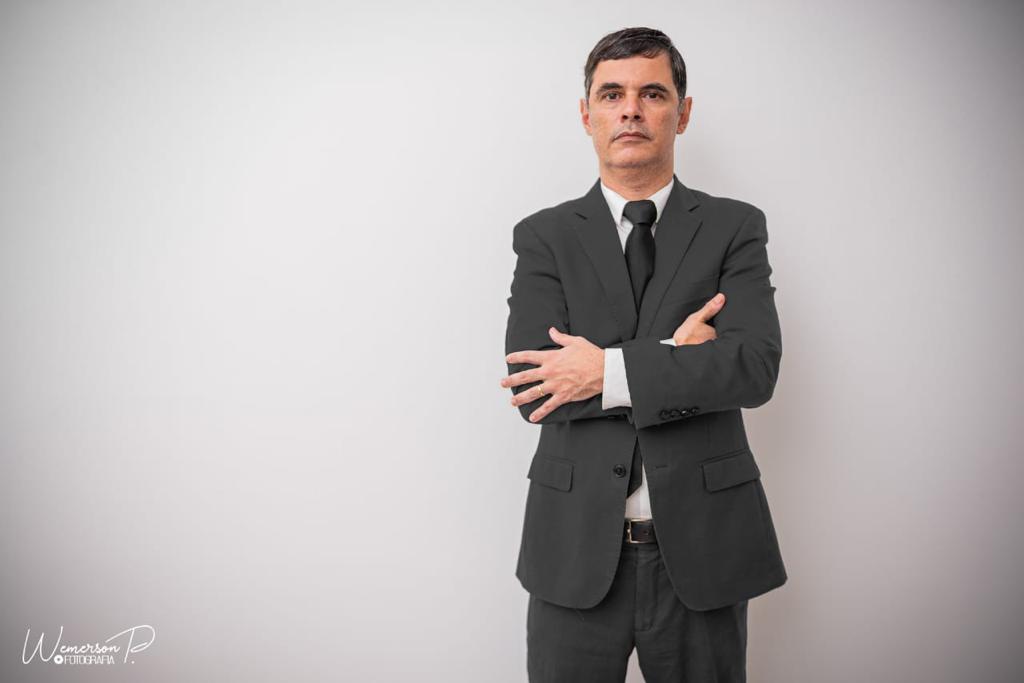 Na imagem, advogado José Estevam Macedo Lima