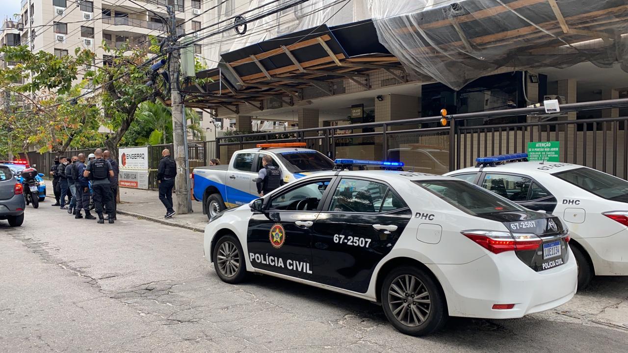 Na imagem, Policia investiga morte de empresário na Freguesia