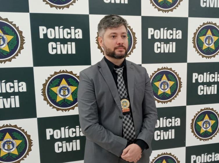 Na imagem, delegado assistente Rodrigo Coelho