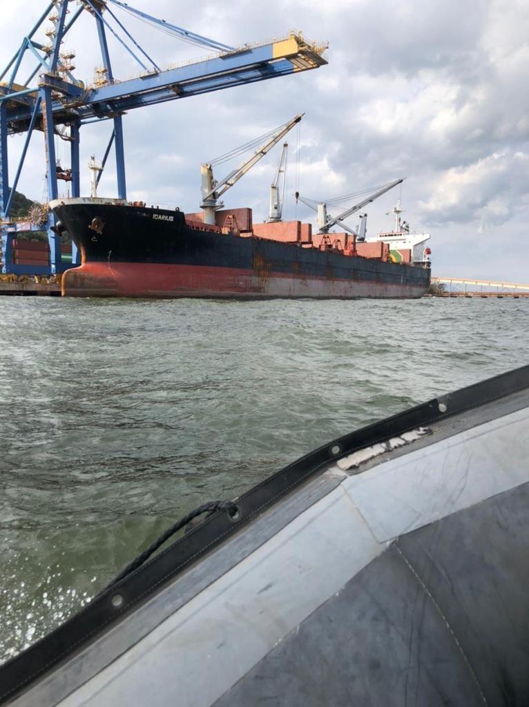 Droga foi descoberta no casco da embarcação por mergulhadores do Núcleo de Polícia Marítima da PF