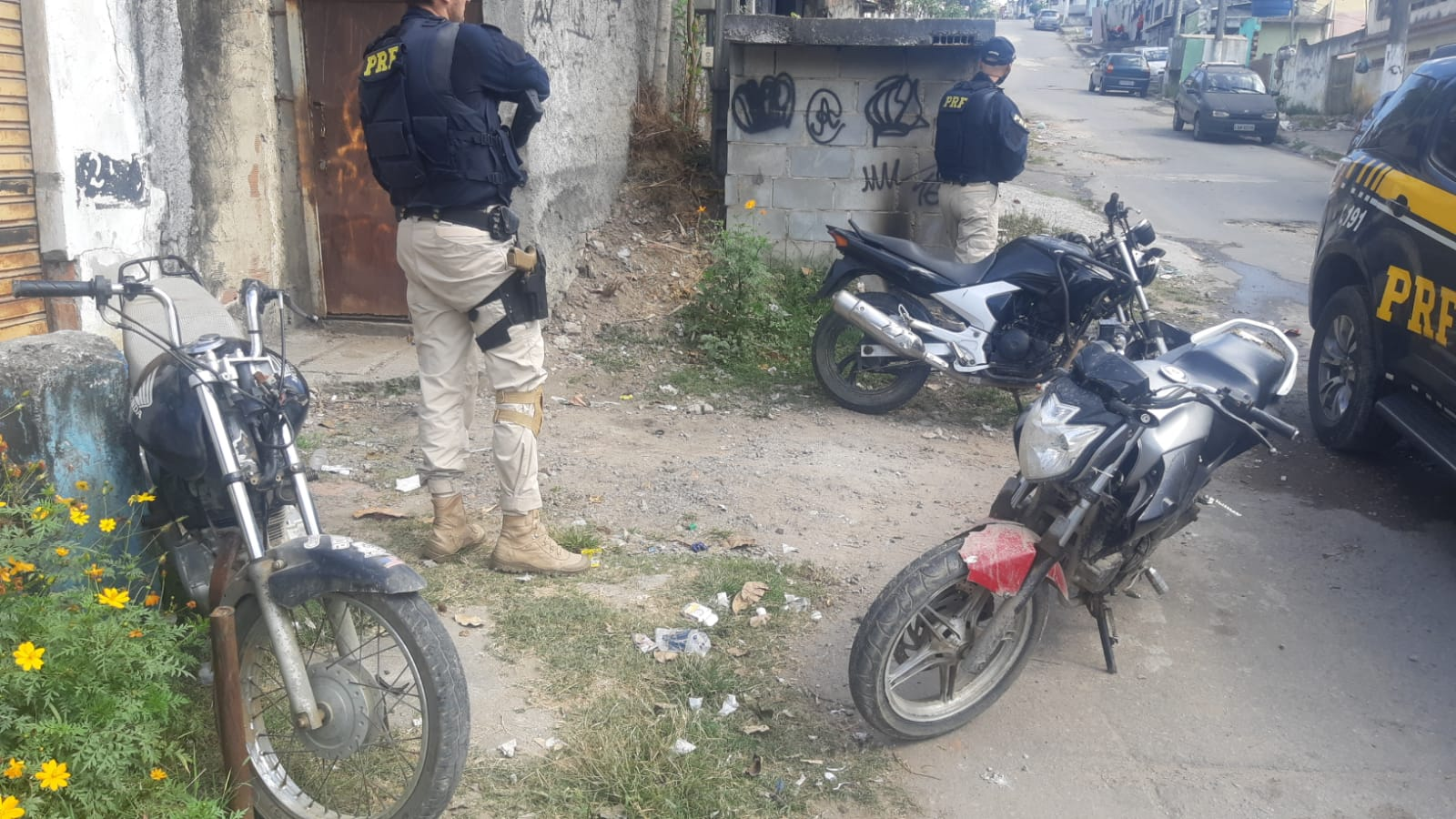 Imagem de agentes da PRF em operação