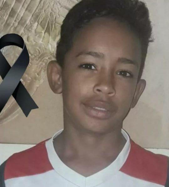 Matheus Silva, de 14 anos, morre ao cair de 10 metros de altura para pegar pipa na Zona Oeste do Rio