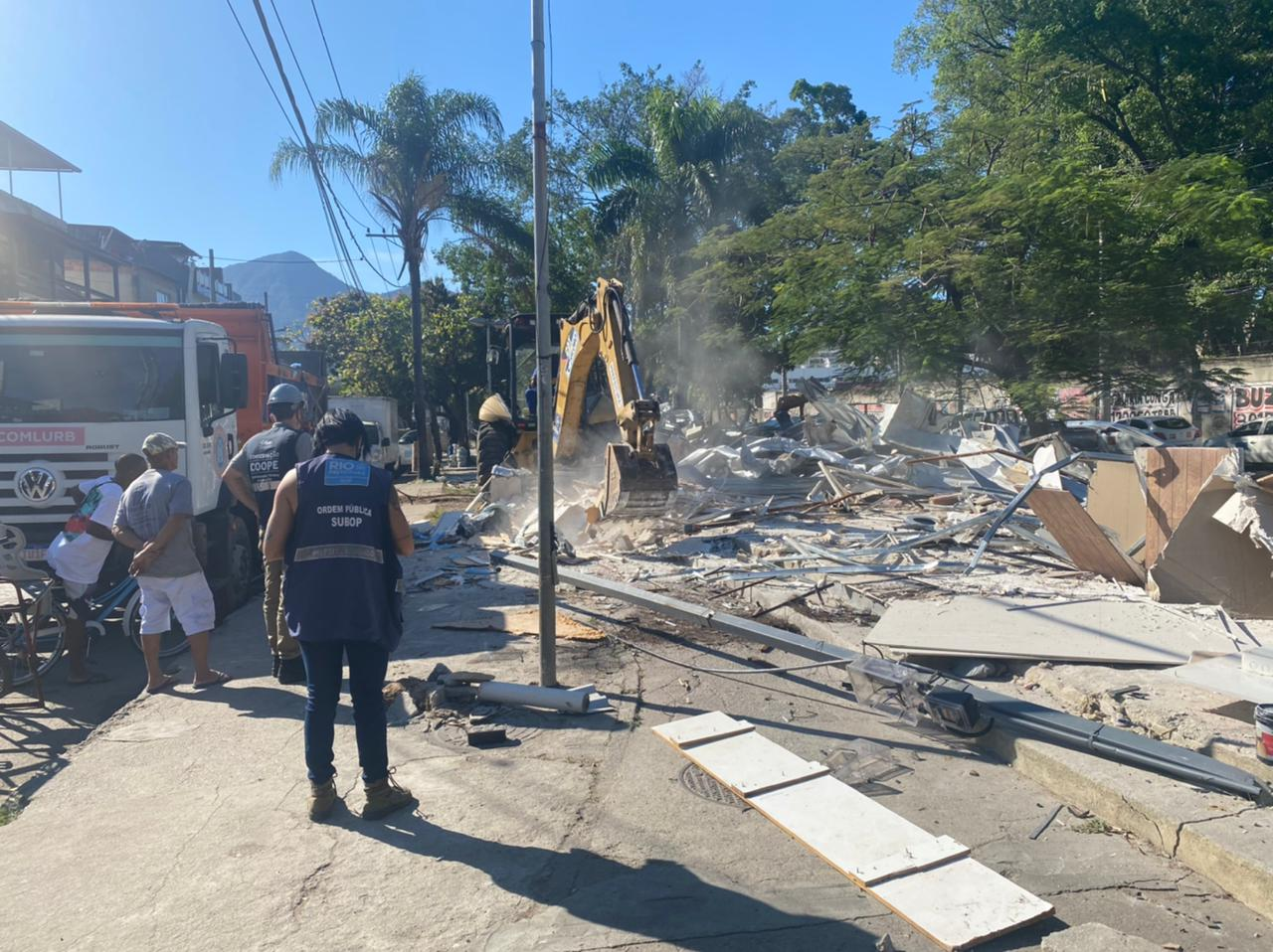 Prefeitura demole construções irregulares na Zona Oeste e Sul do Rio