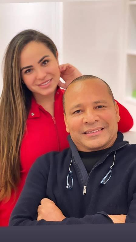 Neymar Pai e a médica dermatologista Natasha Ramos