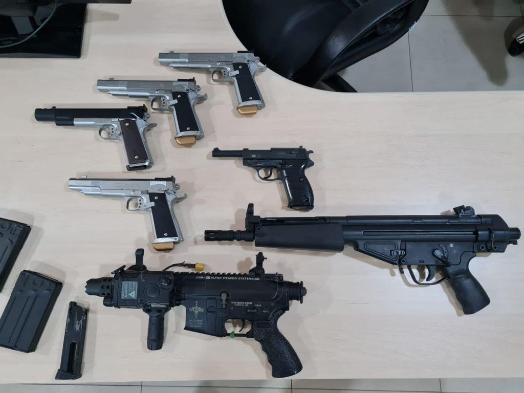 armas apreendidas pela Polícia Federal no aeroporto do Galeão, na Zona Norte do Rio