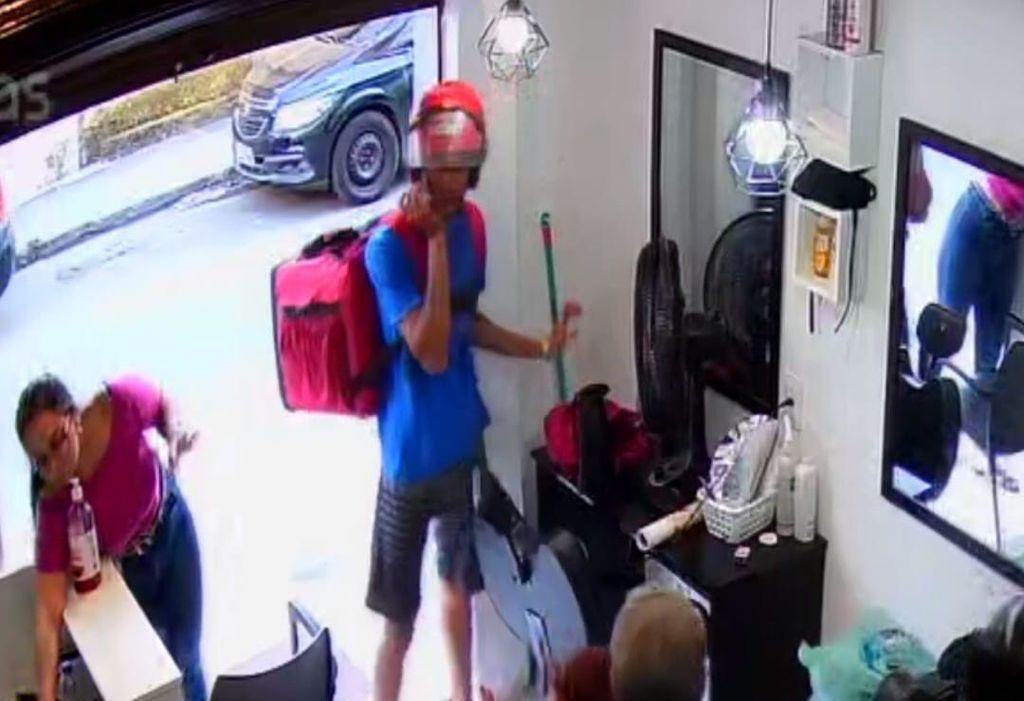 Imagem de uma assaltante no salão de baleza