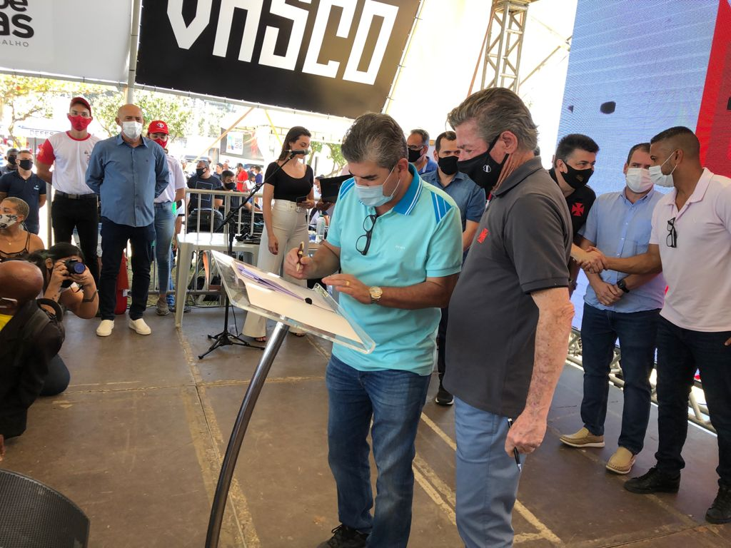 Presidente do Vasco Jorge Salgado e o prefeito de Duque de Caxias Washington Reis assinam parceria