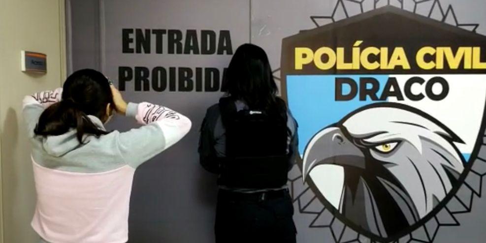 Mulher é presa acusada de envolvimento com milícia