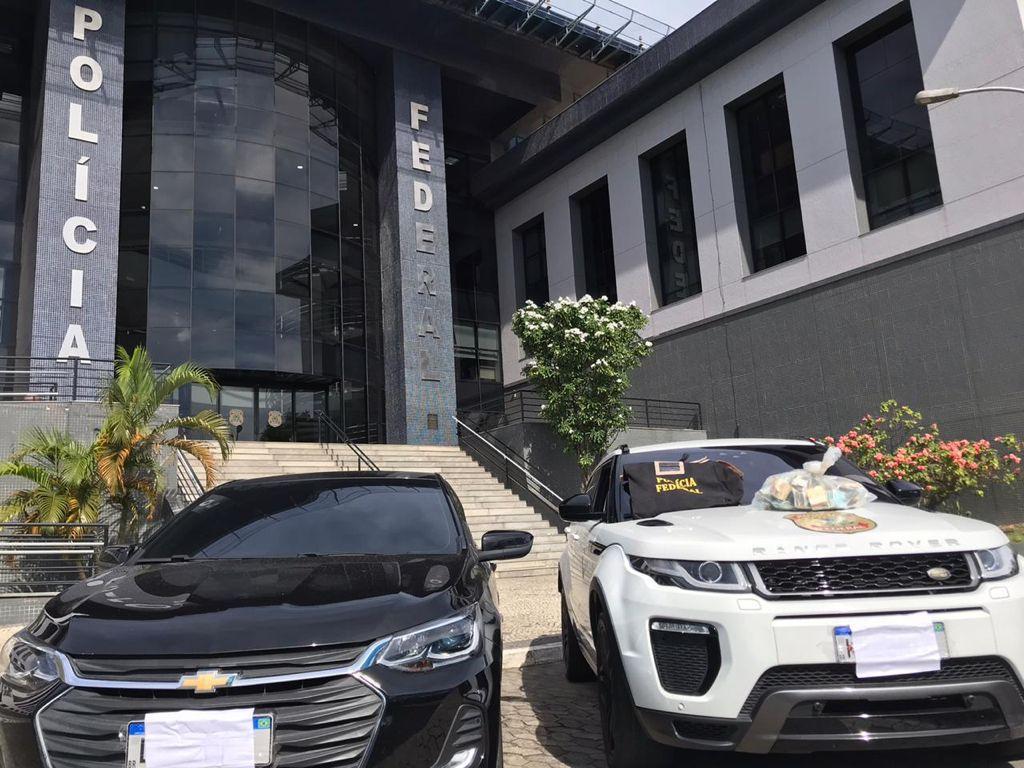 Carros de luxo apreendidos por policiais federais