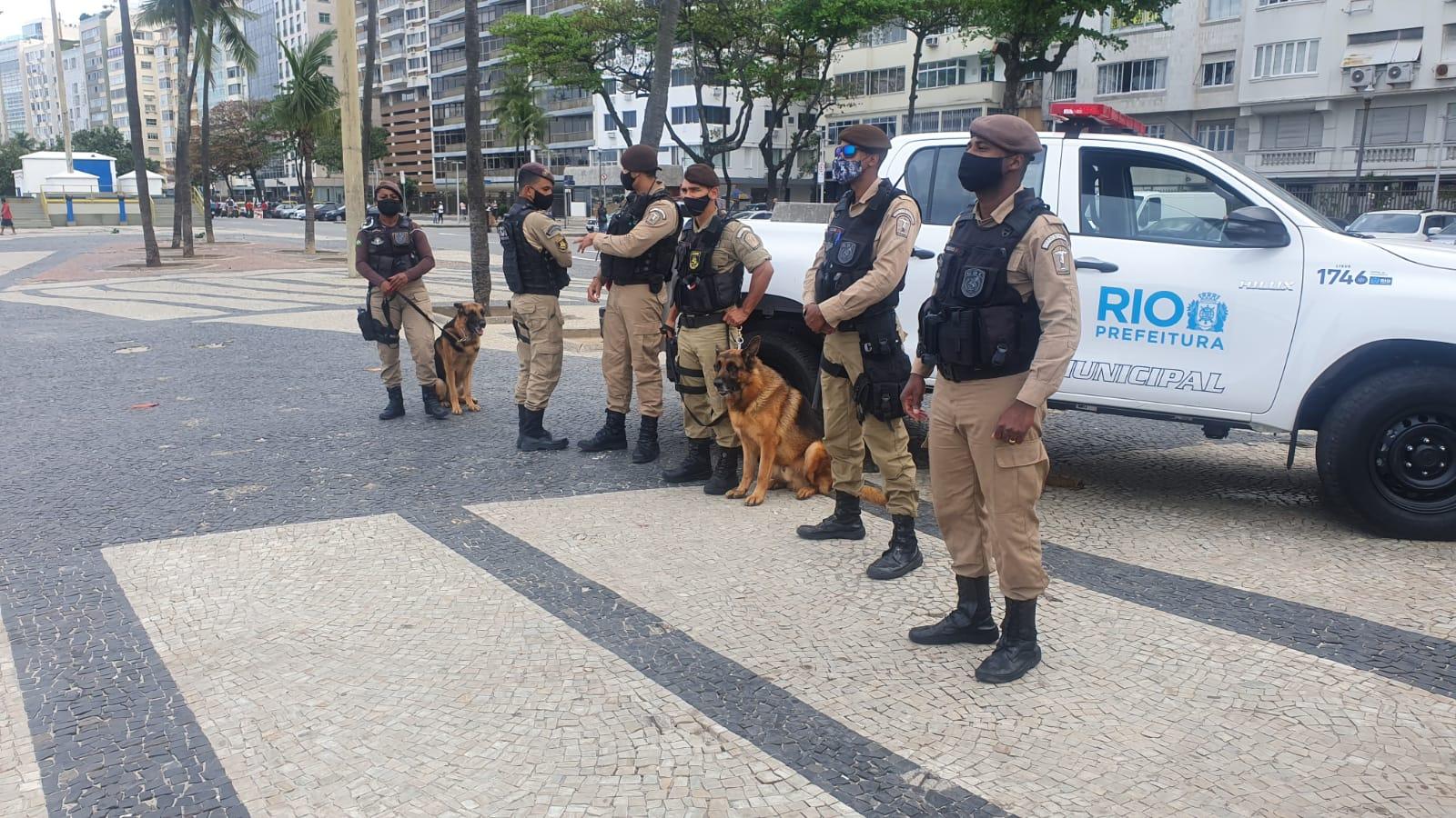 Guarda Municipal durante fiscalização na orla do Rio