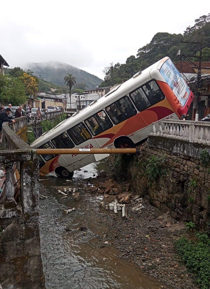 Acidente de ônibus em Petrópolis