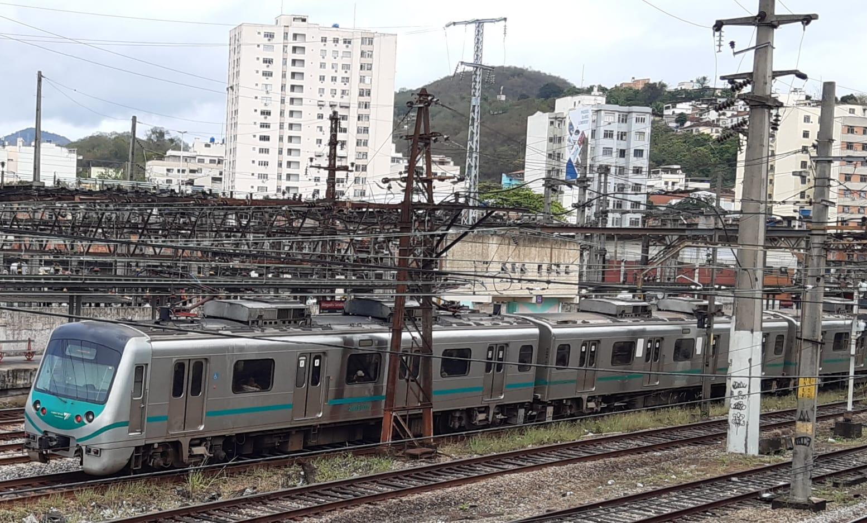Trem da Supervia parado