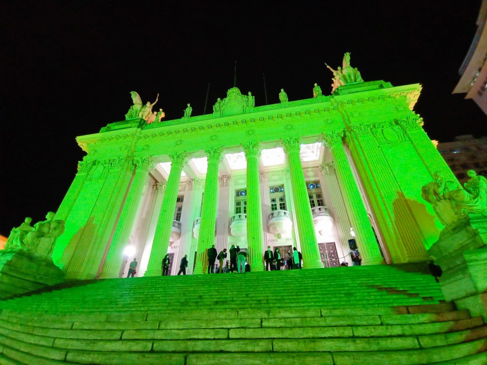 Palácio Tiradentes iluminado com a cor verde em homenagem ao Setembro Verde