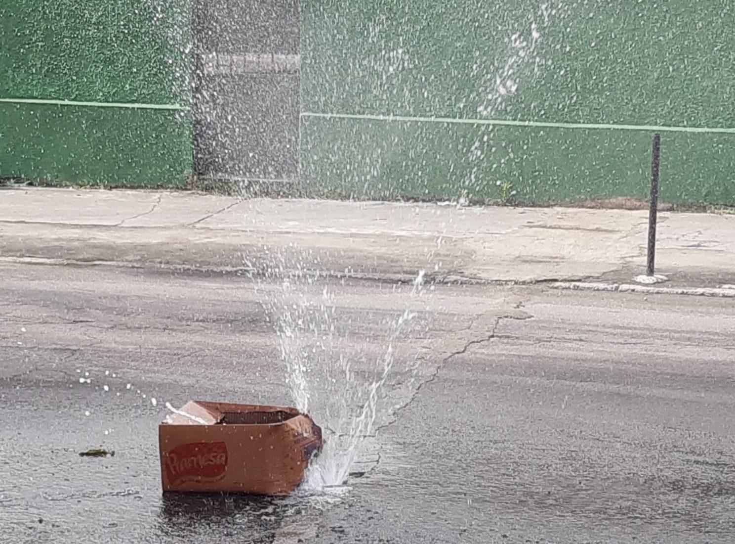 Vazamento de água em Bento Ribeiro