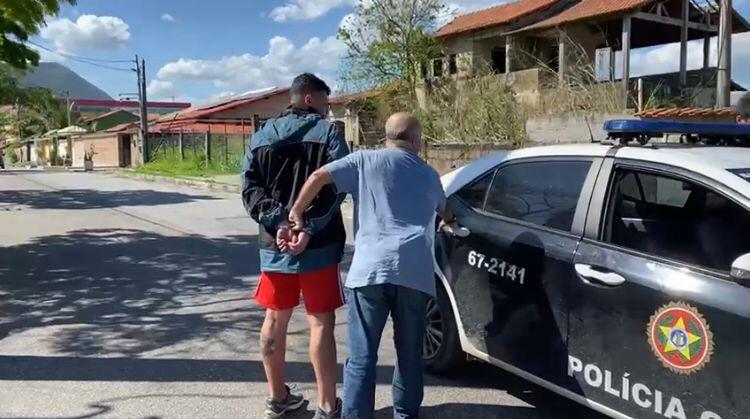 Homem foi preso quando saía da casa de parentes em Maricá