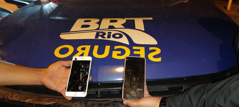 Imagem de dois celulares