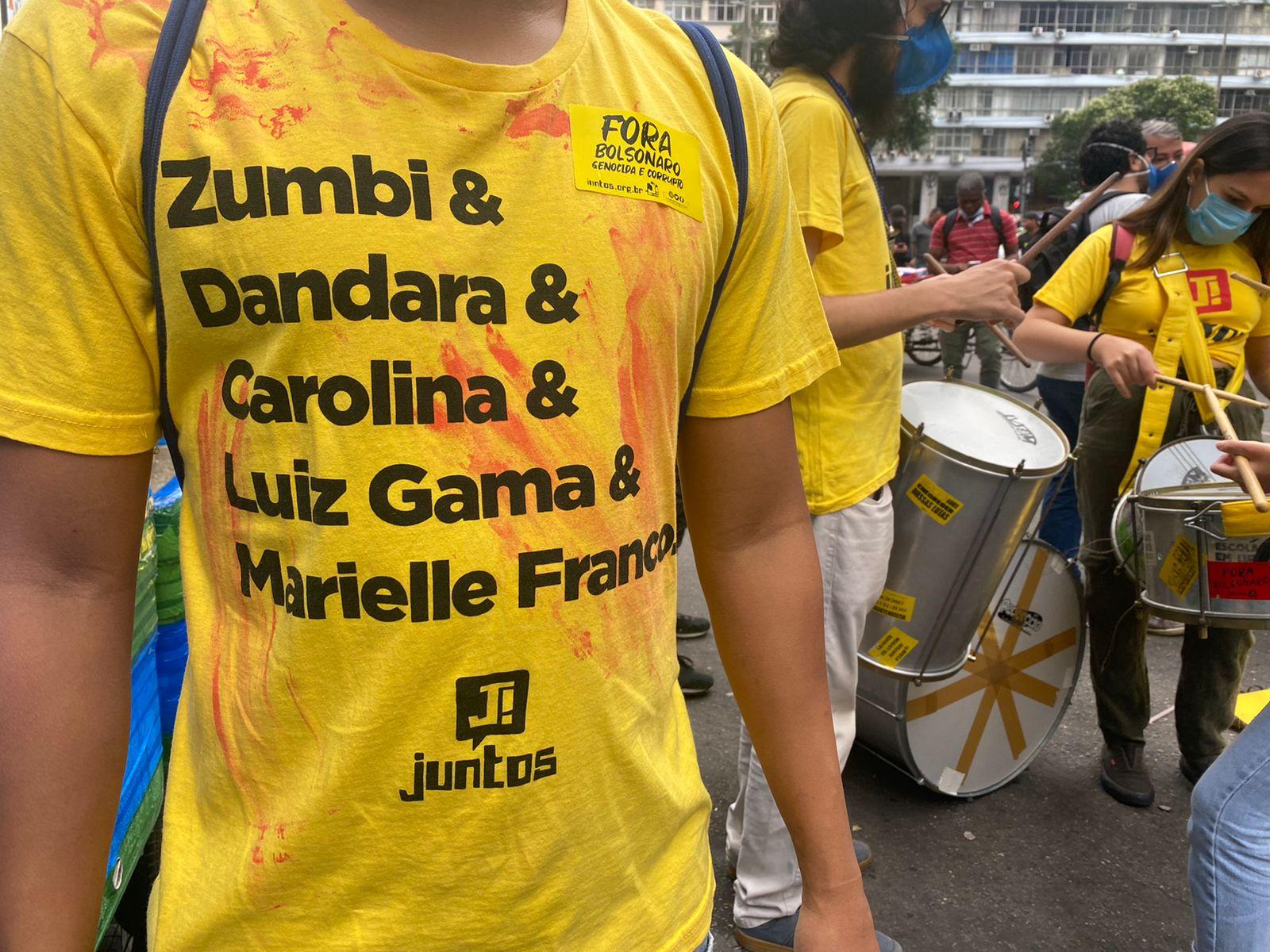 Jovem em protesto contra o presidente Jair Bolsonaro