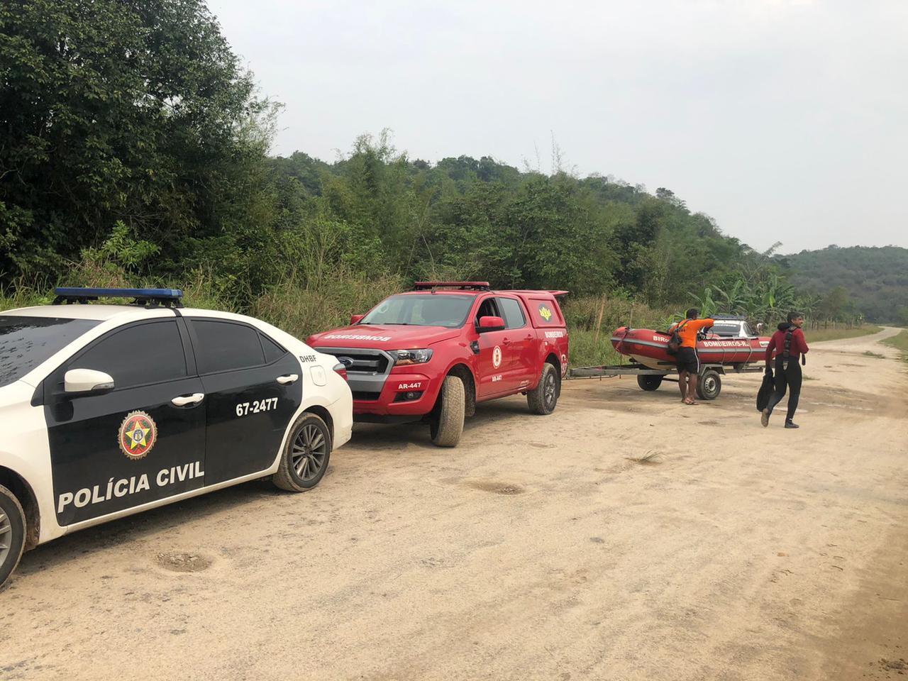 Imagem de viaturas da polícia e do bombeiro