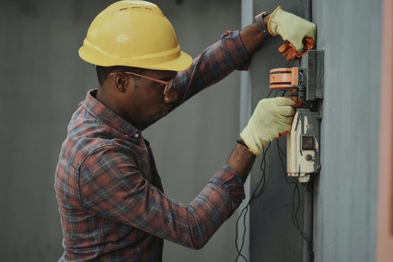 Imagem de um homem trabalhando