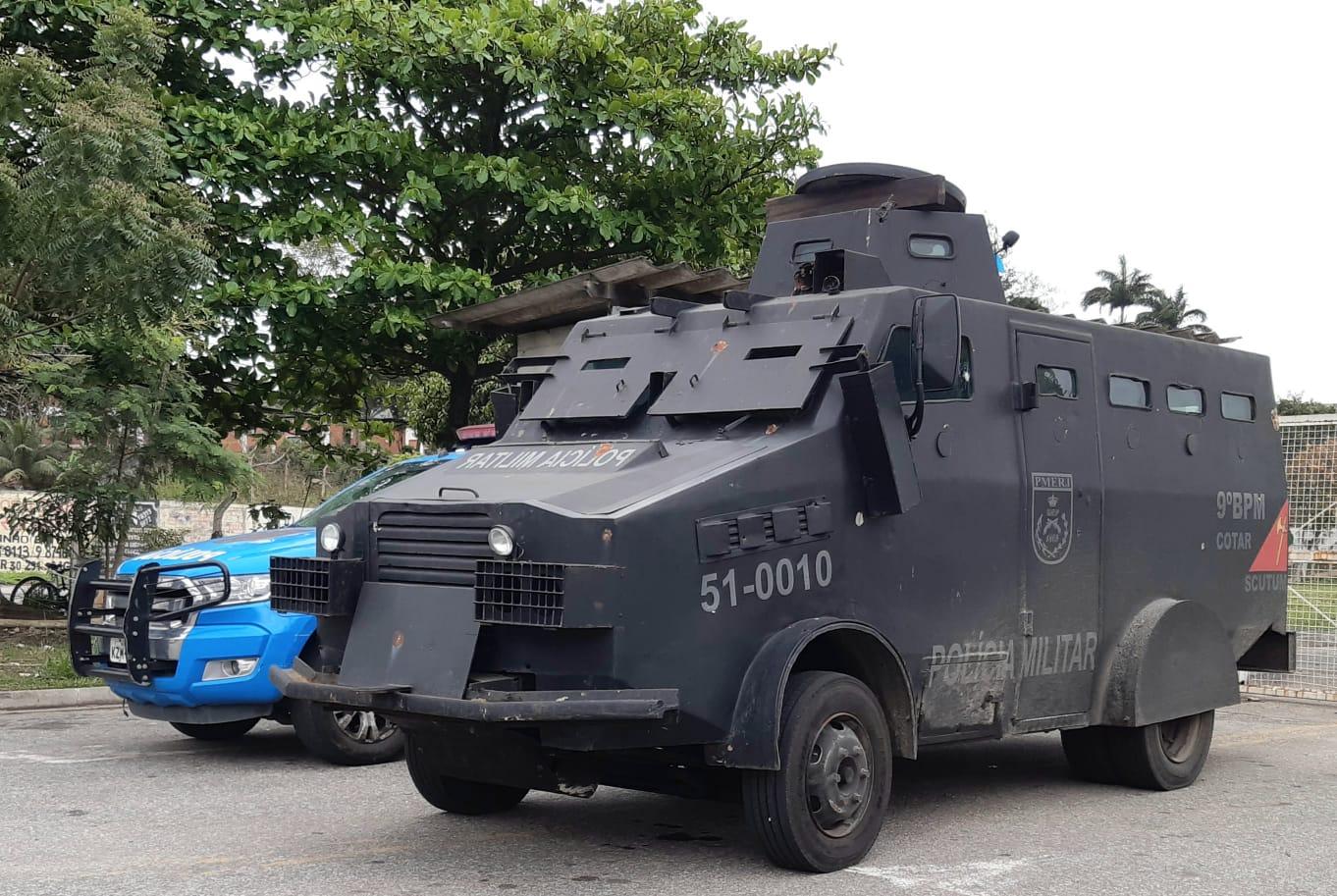 Carro blindado da Polícia Militar