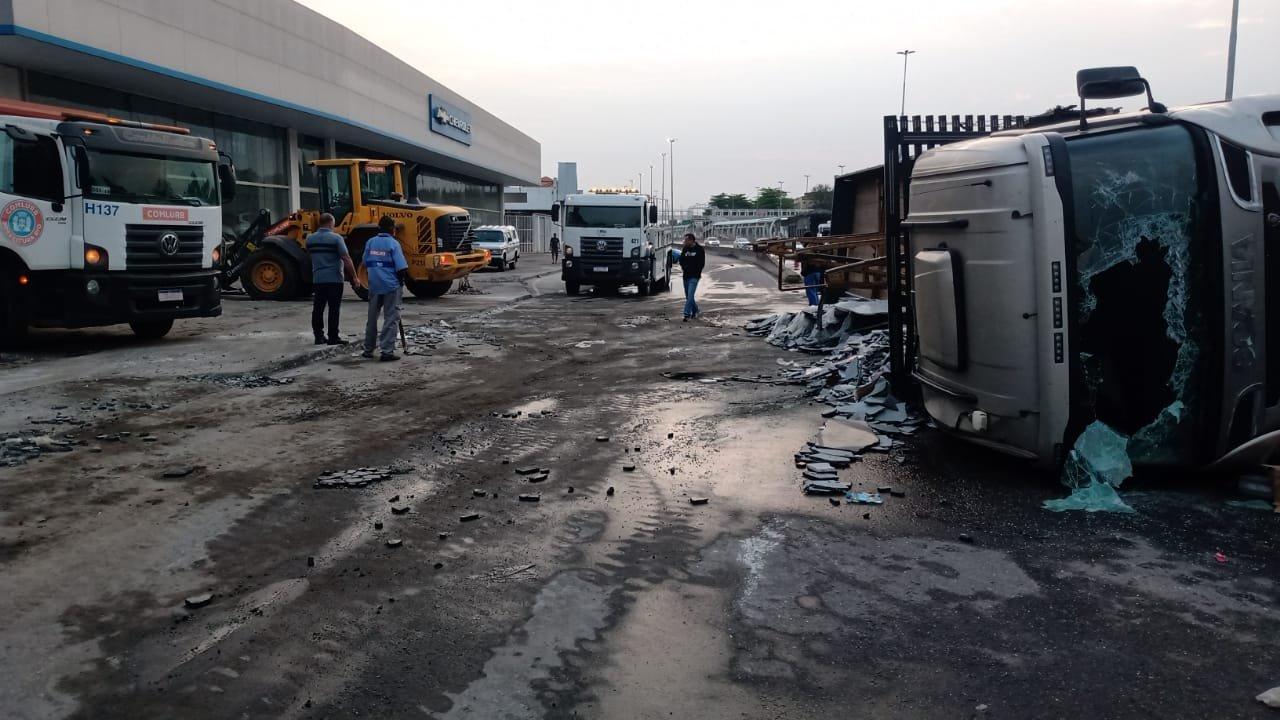 caminhão avenida brasil
