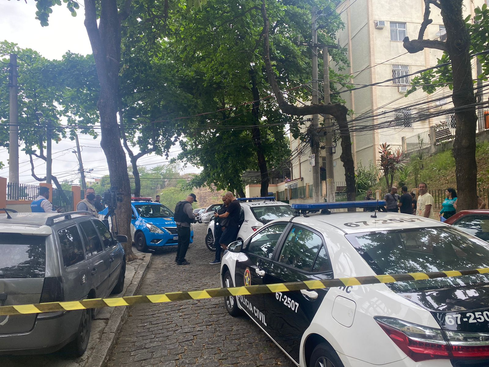 Polícia Civil realiza perícia no local onde Bruno de Almeida foi morto