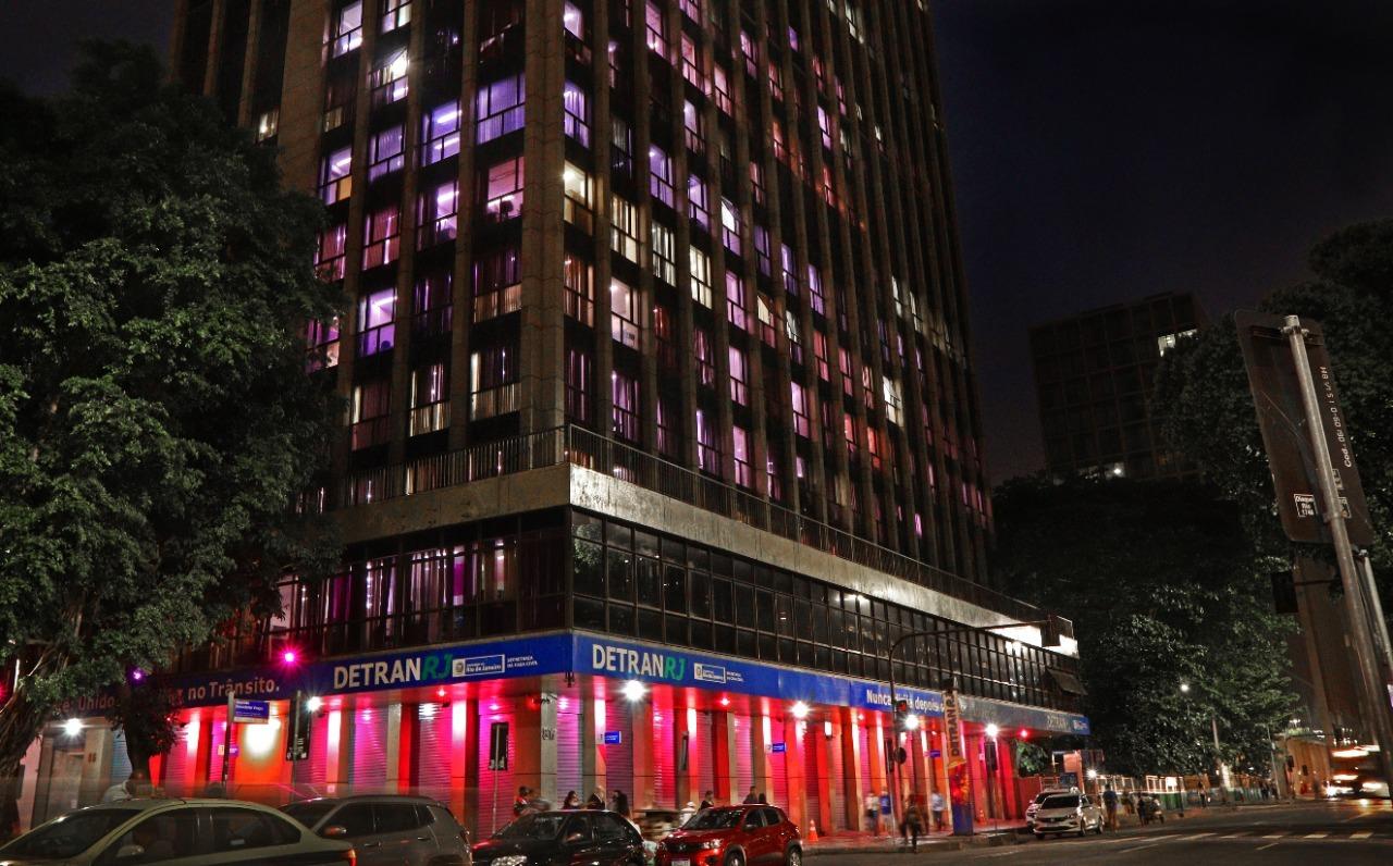 Imagem da fachada do  edifício-sede do Detran