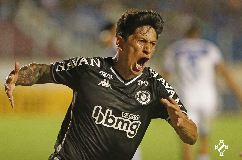 Vasco vence o Confiança por 2 a 1, em Sergipe, e entra no G-6 da Série B