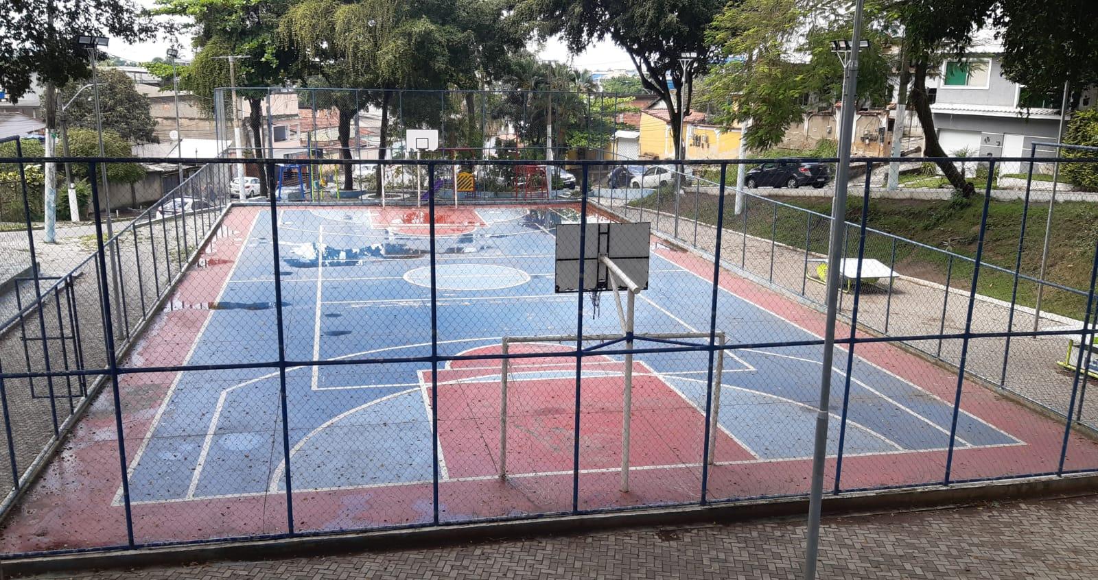 Praça da Assembleia, em Saracuruna, emde Duque de Caxias, local onde os meninos foram baleados