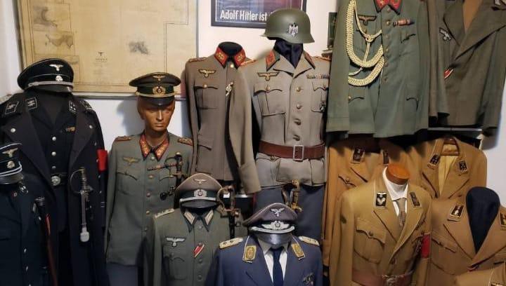 Imagem de diversos itens nazistas