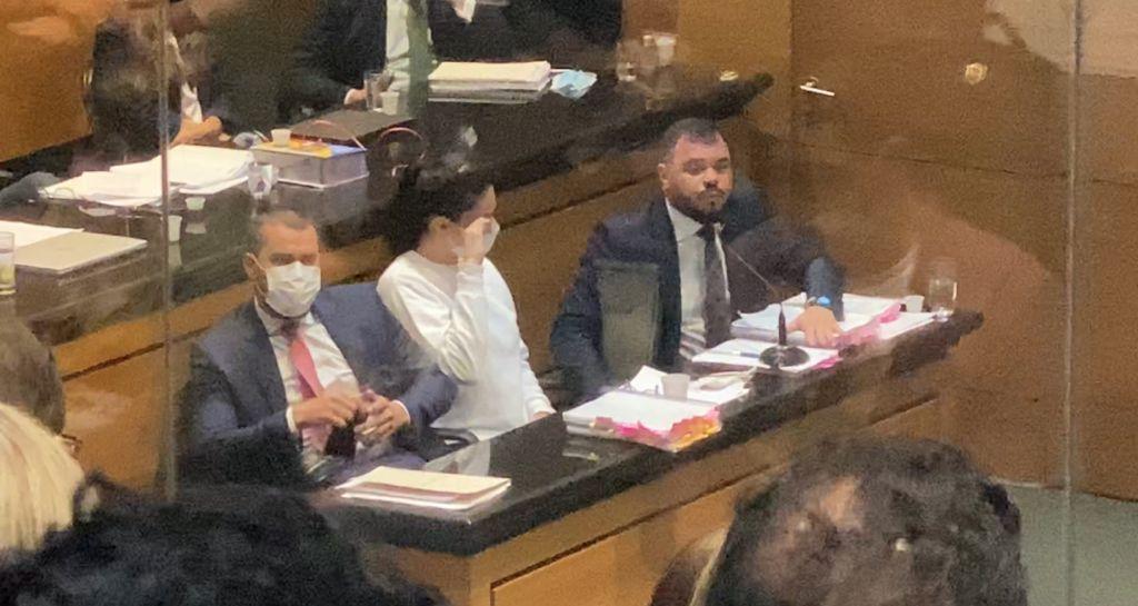 Monique Medeiros chora em audiência no caso Henry Borel