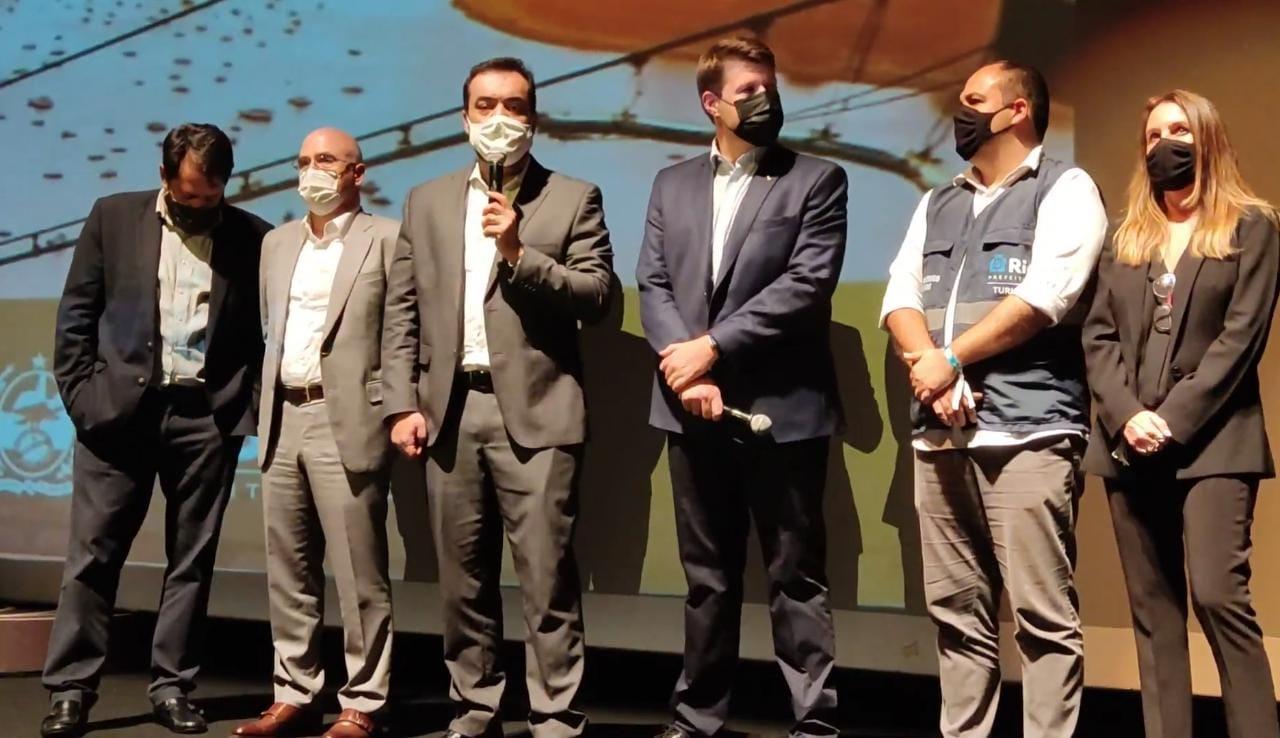 """Cláudio Castro durante lançamento oficial da campanha """"O Rio continua lindo. E perto!"""""""