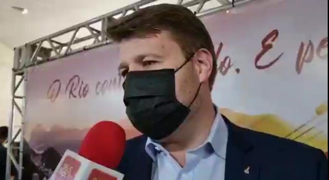 Secretário Gustavo Tutuca durante conversa com a reportagem da Super Rádio Tupi