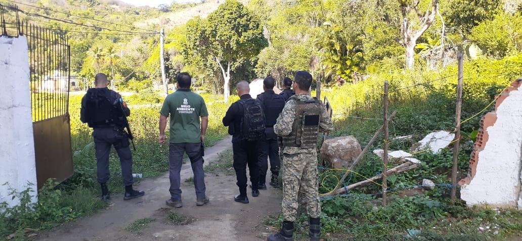 Operação contra construções irregulares na Zona Oeste do Rio