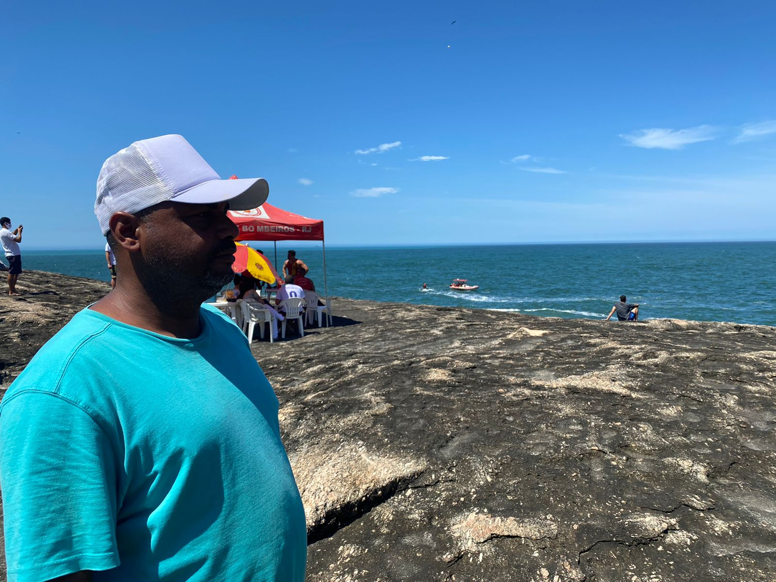 Amigo do marinheiro que desapareceu após cair no mar em Niterói