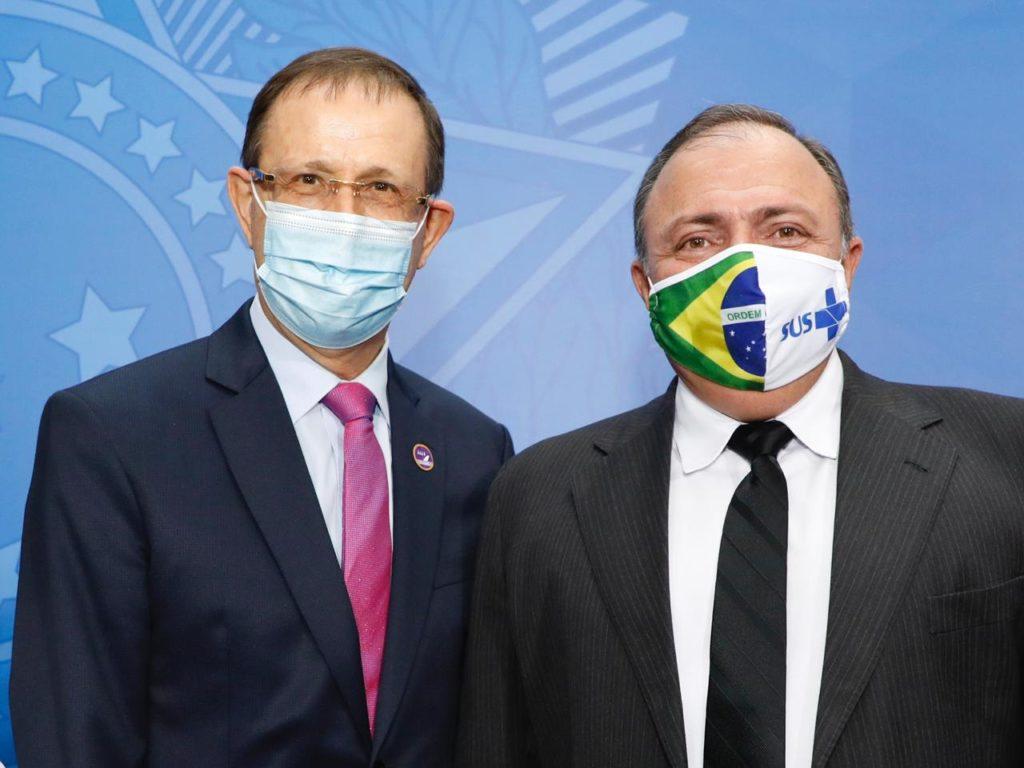 Imagens de Carlos Wizard com o ex-ministro Pazuello