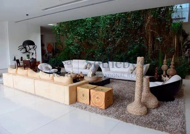 sala da mansão da Xuxa na Barra da Tijuca