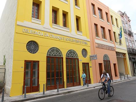 Imagem da fachada de uma delegacia