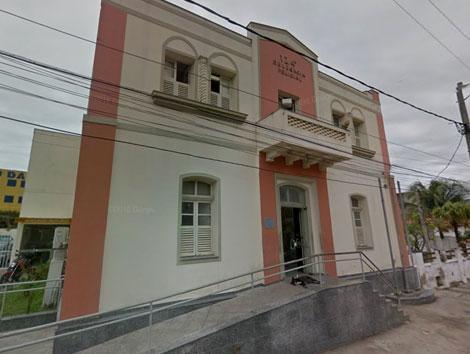 fachada de delegacia