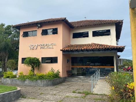 Imagem da fachada da delegacia de Armação de Búzios