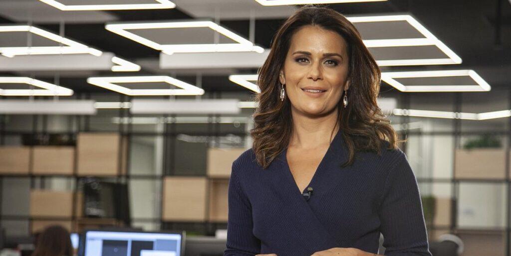 Jornalista Adriana Araújo