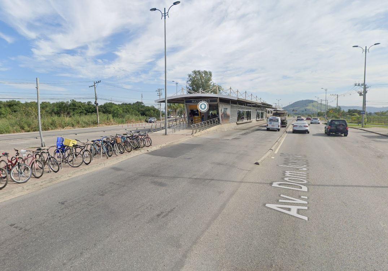 avenida dom joão xi, em guaratiba, próximo ao BRT Mato Alto