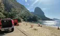Vídeo: Em ronda, Corpo de Bombeiros alerta para que cariocas evitem aglomeração nas praias